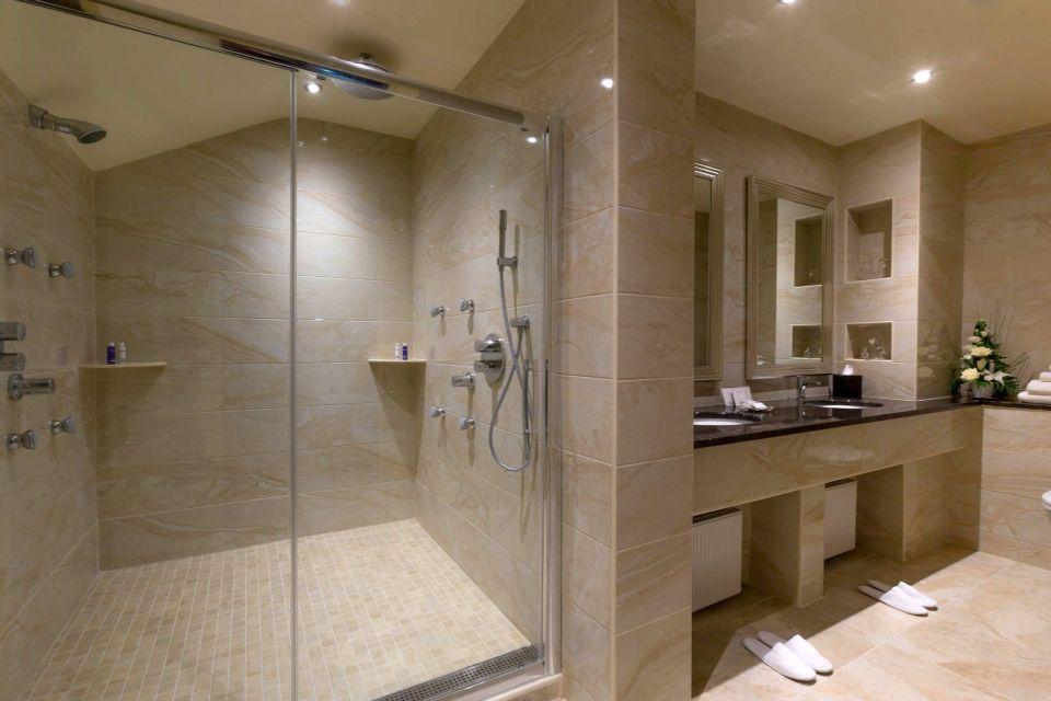 Slieve-Russell-Hotel SUITE BATHROOM
